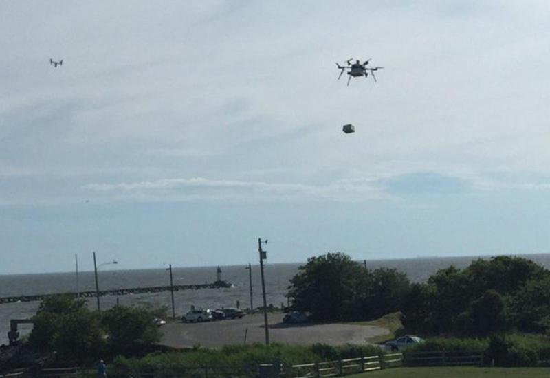В США дрон впервые доставил медицинскую посылку с судна на берег