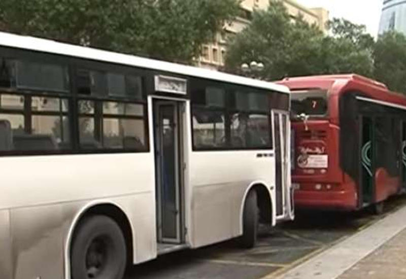 """В Баку столкнулись автобусы, есть пострадавшие <span class=""""color_red"""">- ВИДЕО</span>"""