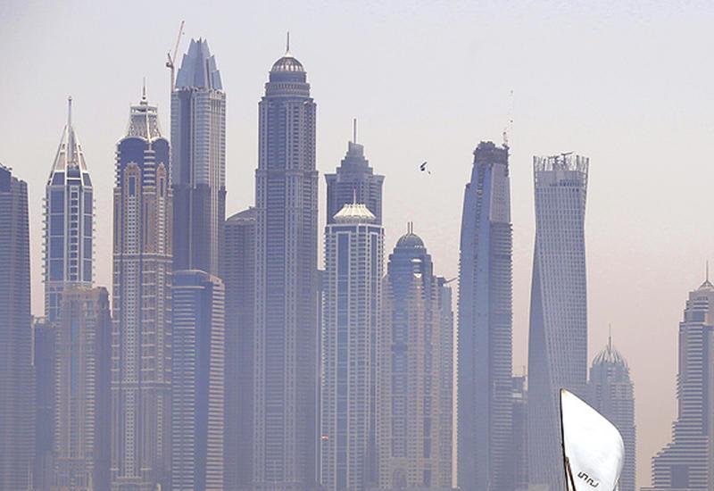 На улицах ОАЭ появились умные урны для мусора