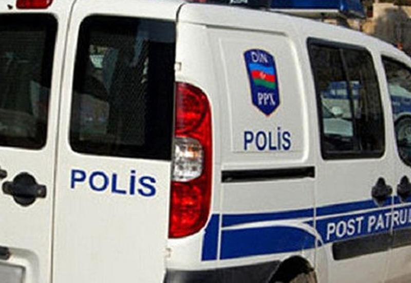 """В Баку полицейские вытащили ребенка из огня <span class=""""color_red"""">- ФОТО</span>"""