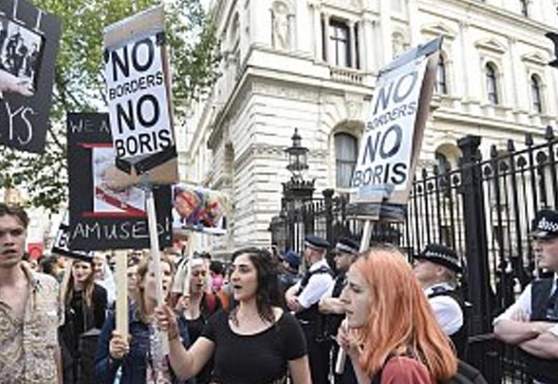 """Массовые протесты начались в Великобритании после референдума <span class=""""color_red"""">- ВИДЕО</span>"""