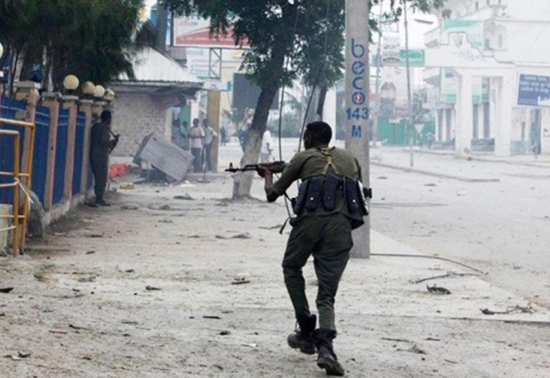 """В Сомали террористы напали на отель, есть жертвы <span class=""""color_red"""">- ВИДЕО</span>"""