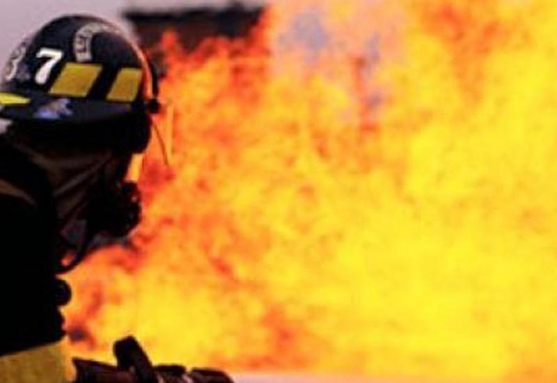 "Пожар в пятиэтажном доме в Баку <span class=""color_red"">- ФОТО</span>"