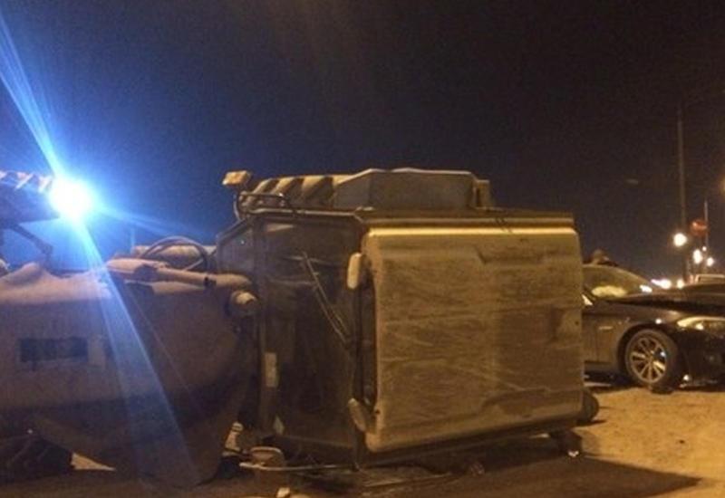 Hyundai с россиянами протаранил трактор и Merсedes в Агсу: 1 погибший, 3 раненых