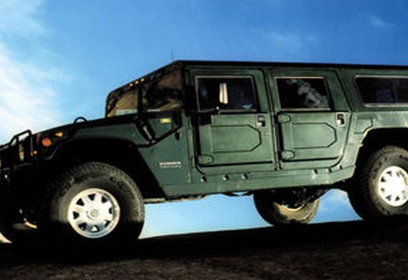"""Военный Hummer начали применять для снова домов <span class=""""color_red"""">- ВИДЕО</span>"""