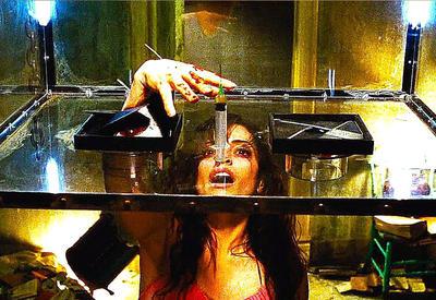 """10 самых тупых поступков в фильмах ужасов <span class=""""color_red"""">- ВИДЕО</span>"""