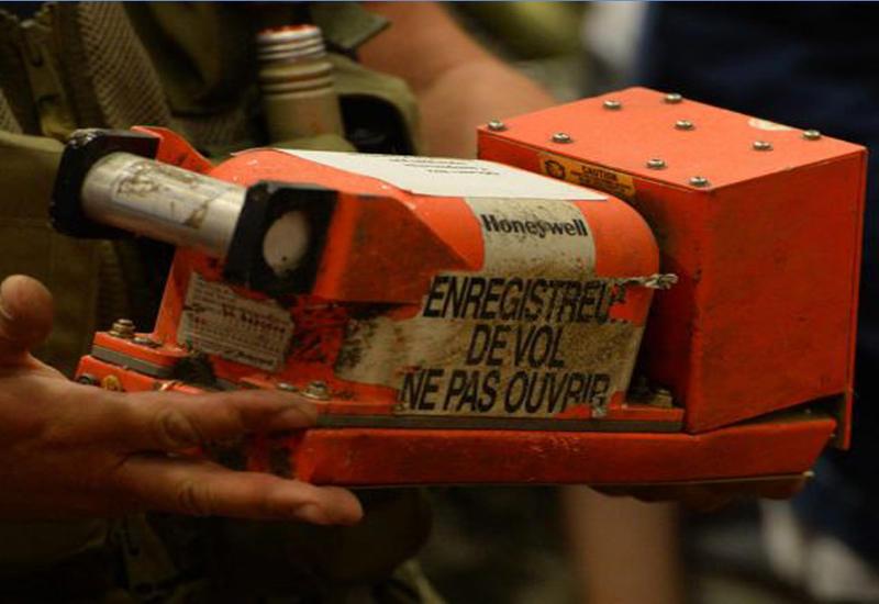 """Во Франции восстановили бортовой самописец разбившегося самолета EgyptAir <span class=""""color_red"""">- ВИДЕО</span>"""