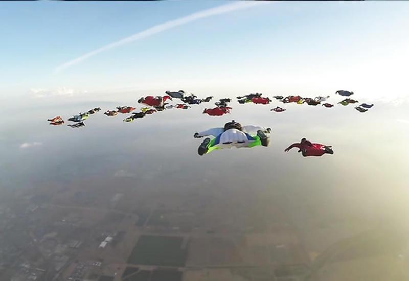 """Винсьютеры установили мировой рекорд по одновременному полету <span class=""""color_red"""">- ВИДЕО</span>"""