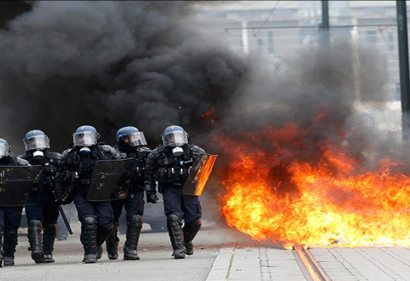 """Тысячи французов снова выйдут на улицы в знак протеста <span class=""""color_red"""">- ВИДЕО</span>"""