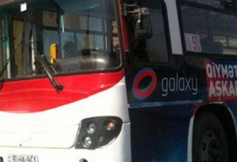 """Dayanacaqlarda təhlükə yaradan avtobuslar <span class=""""color_red"""">- VİDEO</span>"""