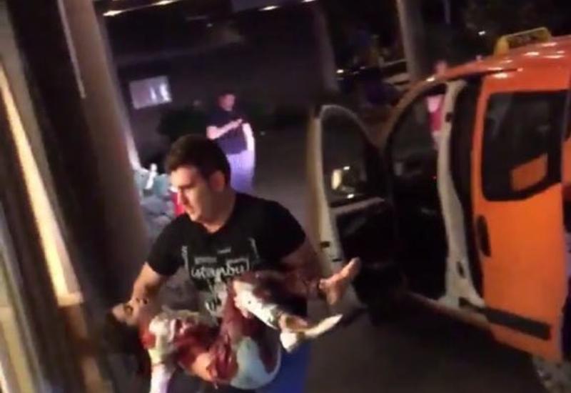 """Первые кадры с места взрывов в аэропорту Стамбула <span class=""""color_red"""">- ВИДЕО</span>"""