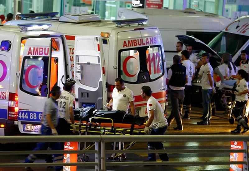 """Кровавая ночь в Стамбуле: теракт в аэропорту Ататюрка <span class=""""color_red"""">- ФОТО</span>"""
