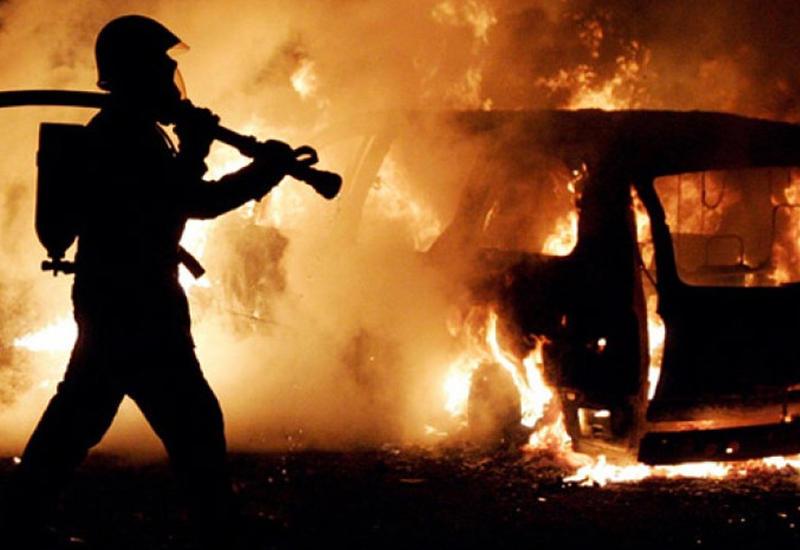 """Машины посольств Грузии и Франции сгорели в Берлине <span class=""""color_red"""">- ОБНОВЛЕНО - ВИДЕО</span>"""