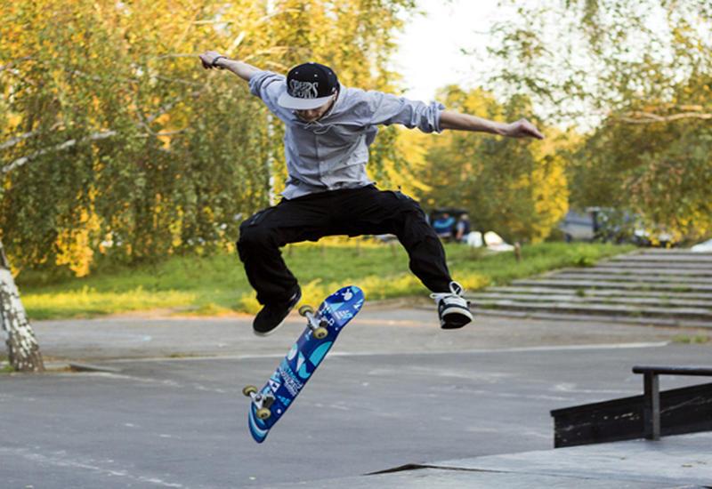 """Скейтбордист в 48 лет повторил свой самый опасный трюк <span class=""""color_red"""">- ВИДЕО</span>"""