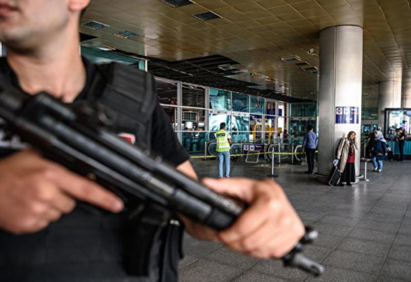 На месте теракта в Стамбуле нашли две неразорвавшиеся гранаты