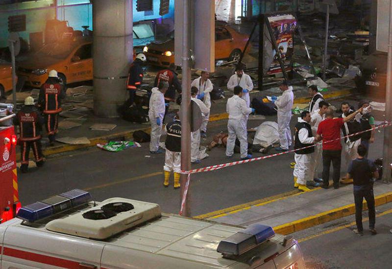 Устанавливаются личности погибших при теракте в Стамбуле