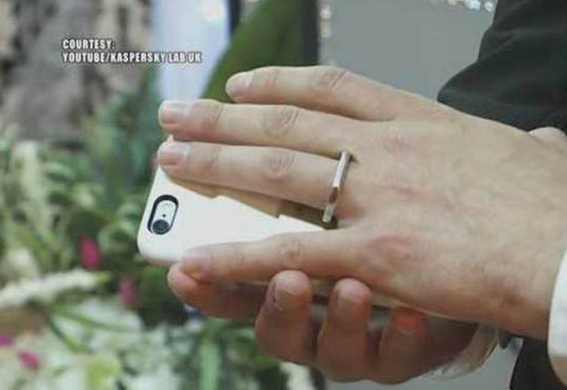 Американец женился на собственном iPhone