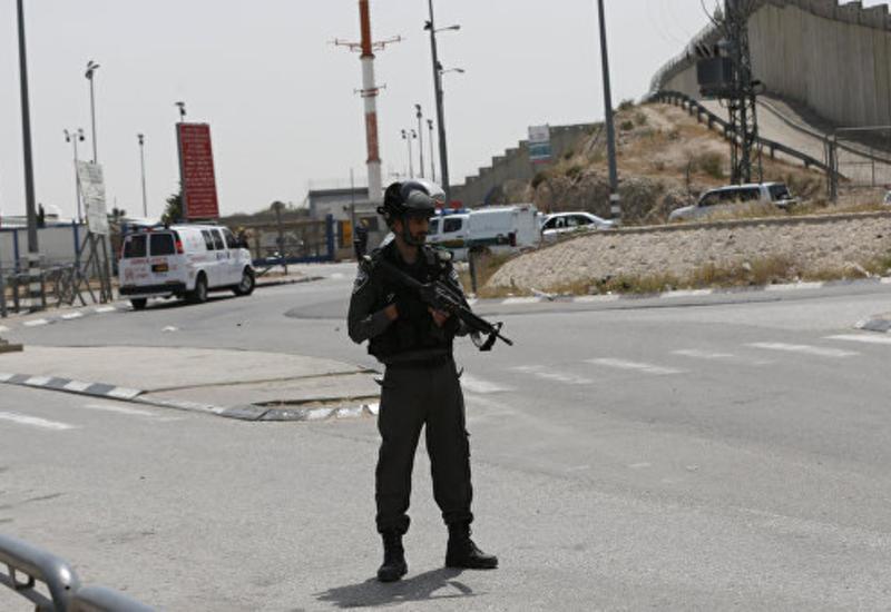 В израильском городе Нетании неизвестный ранил ножом двух человек