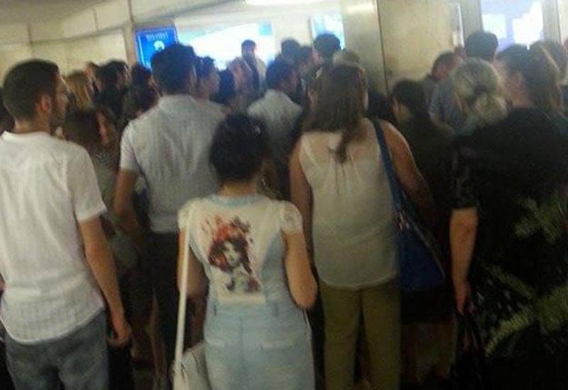 "Bakı metrosunda PROBLEM <span class=""color_red"">- FOTOLAR</span>"