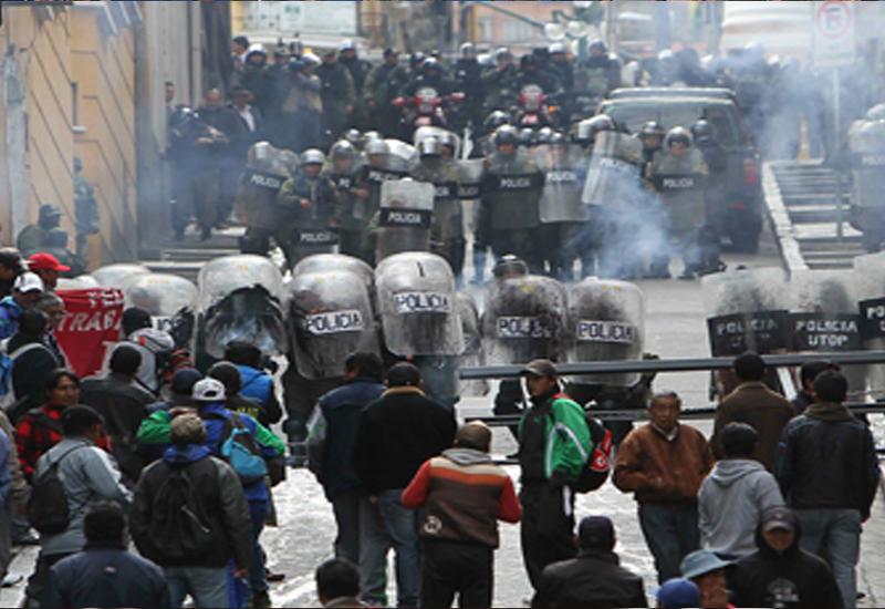 """Акции протеста в Боливии закончились стычками с полицией <span class=""""color_red"""">- ВИДЕО</span>"""