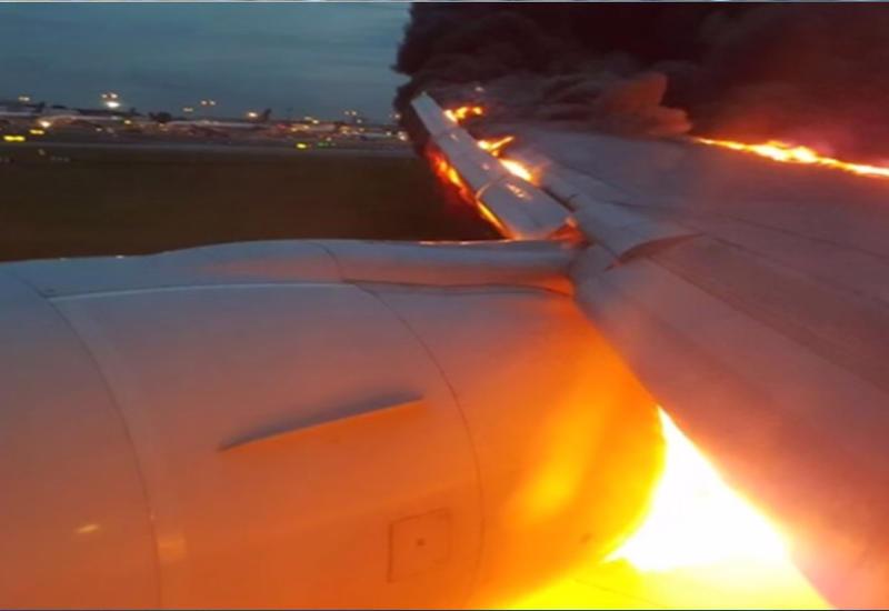 """Самая страшная картина, которую можно увидеть из иллюминатора самолета <span class=""""color_red"""">- ВИДЕО</span>"""