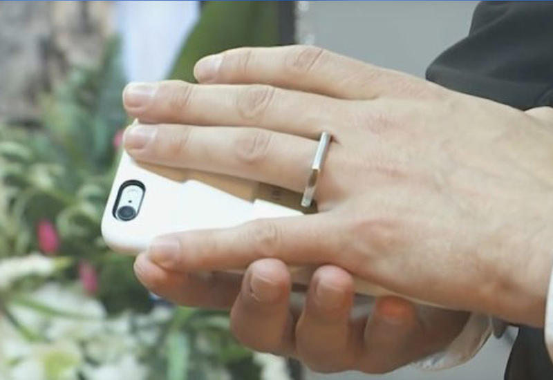 """В Лас-Вегасе состоялась свадьба американца и его iPhone <span class=""""color_red"""">- ВИДЕО</span>"""