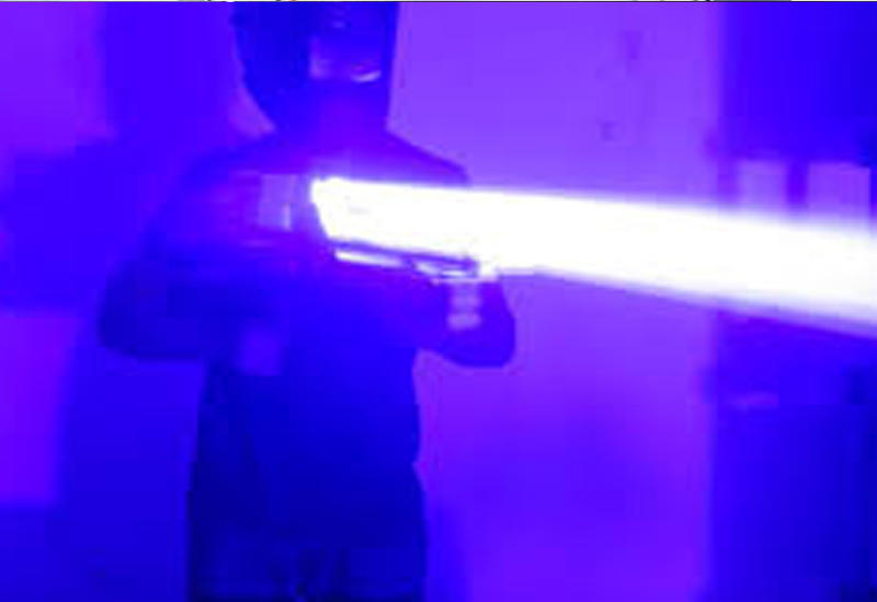 "Энтузиаст собрал лазерную базуку у себя гараже <span class=""color_red"">- ВИДЕО</span>"