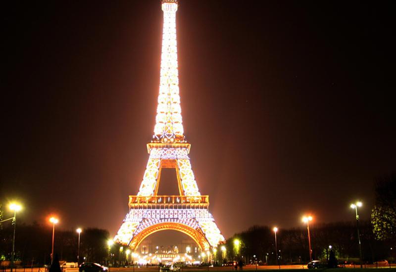 """Эта семья получила возможность переночевать в Эйфелевой башне <span class=""""color_red"""">- ВИДЕО</span>"""