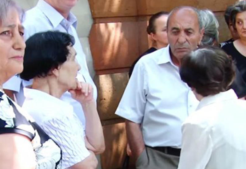 Ереванцы поздравили Саргсяна акциями протеста
