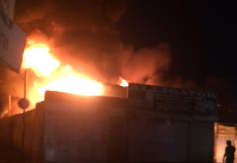 Новые подробности о пожаре на бывшем авторынке Баку
