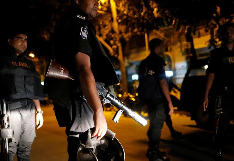 Растет число жертв при нападении на ресторан в Бангладеш