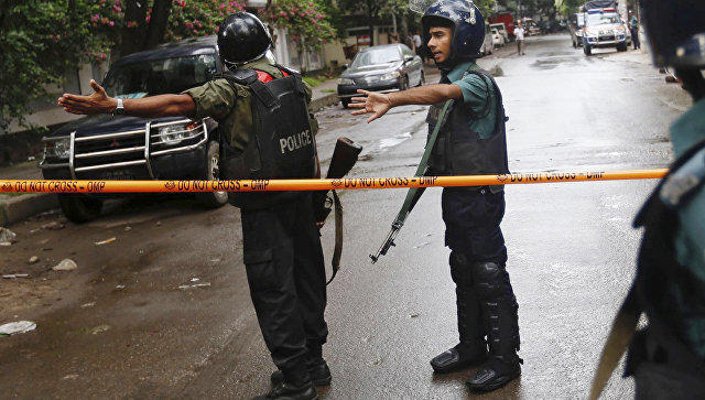Боевики ИГИЛ зарезали 20 заложников Бангладеш