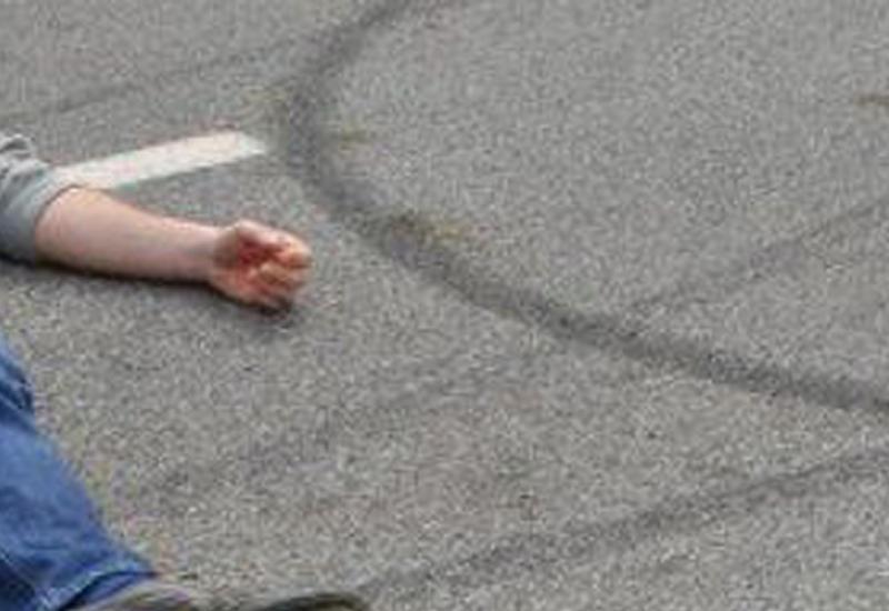Bakıda piyada qadağan olunan yerdən keçdi: maşın vurdu