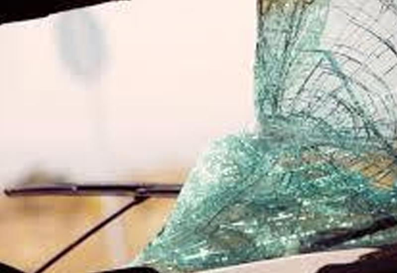 В Хачмазе Volkswagen врезался в дерево: двое тяжело ранены