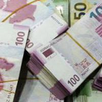 Банки будут платить больше за 50- и 100-манатные купюры