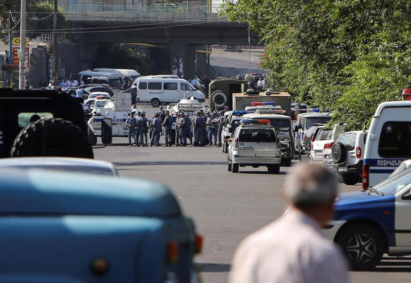 Полиция избивает журналистов в Ереване