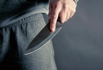В Сальяне мужчина ударил ножом своего соседа