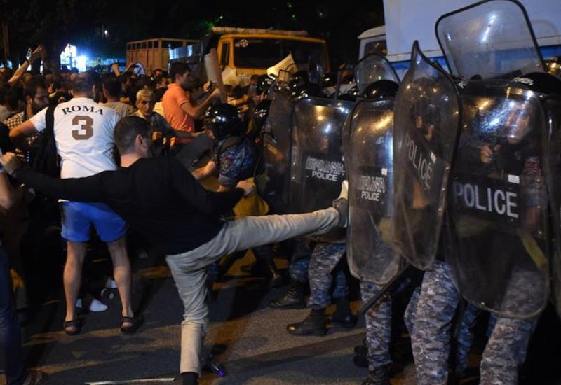 "В Ереване арестовали более ста человек <span class=""color_red"">- ВИДЕО</span>"