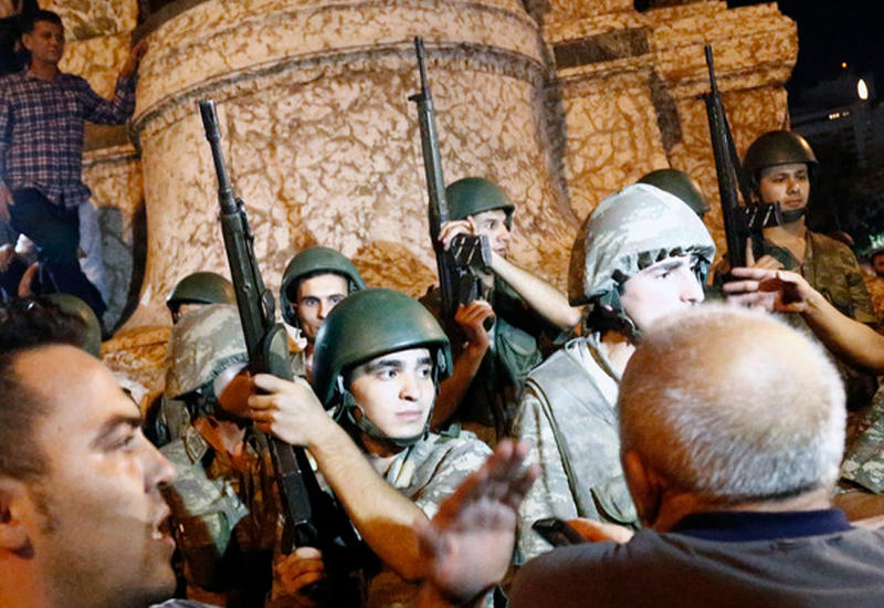 В Турции 1200 солдат вышли на свободу