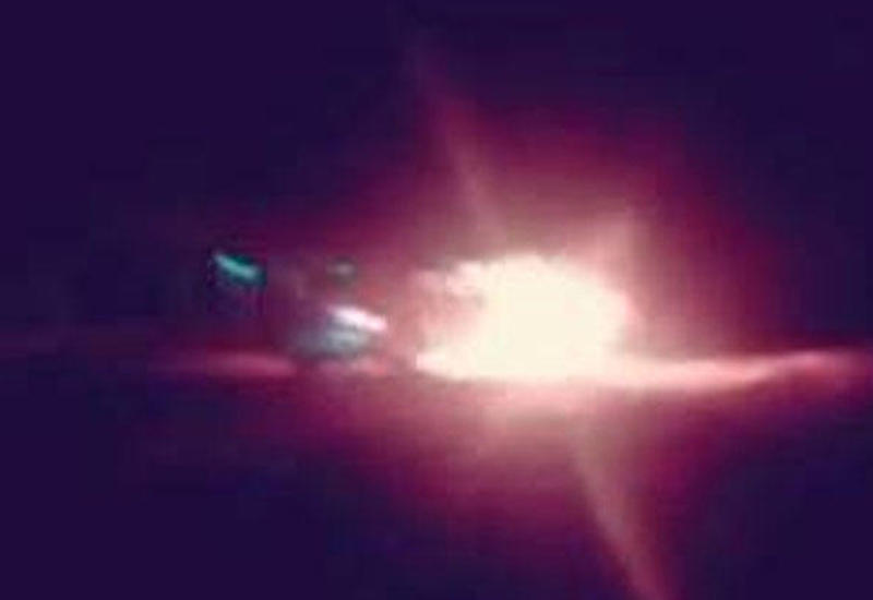 """Bakıda gecə avtomobil belə yandı <span class=""""color_red"""">- VİDEO</span>"""