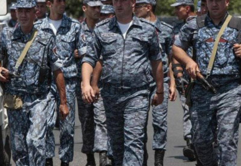 В Ереване отпущены еще два заложника, мятежники ставят новые условия