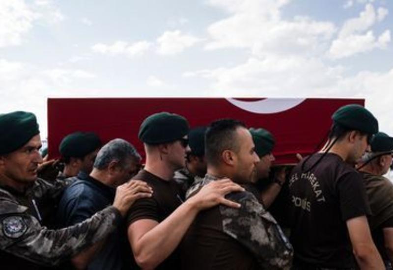 Суд Стамбула оставил под стражей 36 военнослужащих