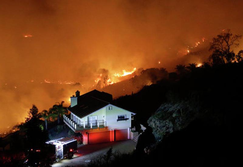 """Сильные пожары около Лос-Анджелеса <span class=""""color_red"""">- ПОДРОБНОСТИ </span>"""