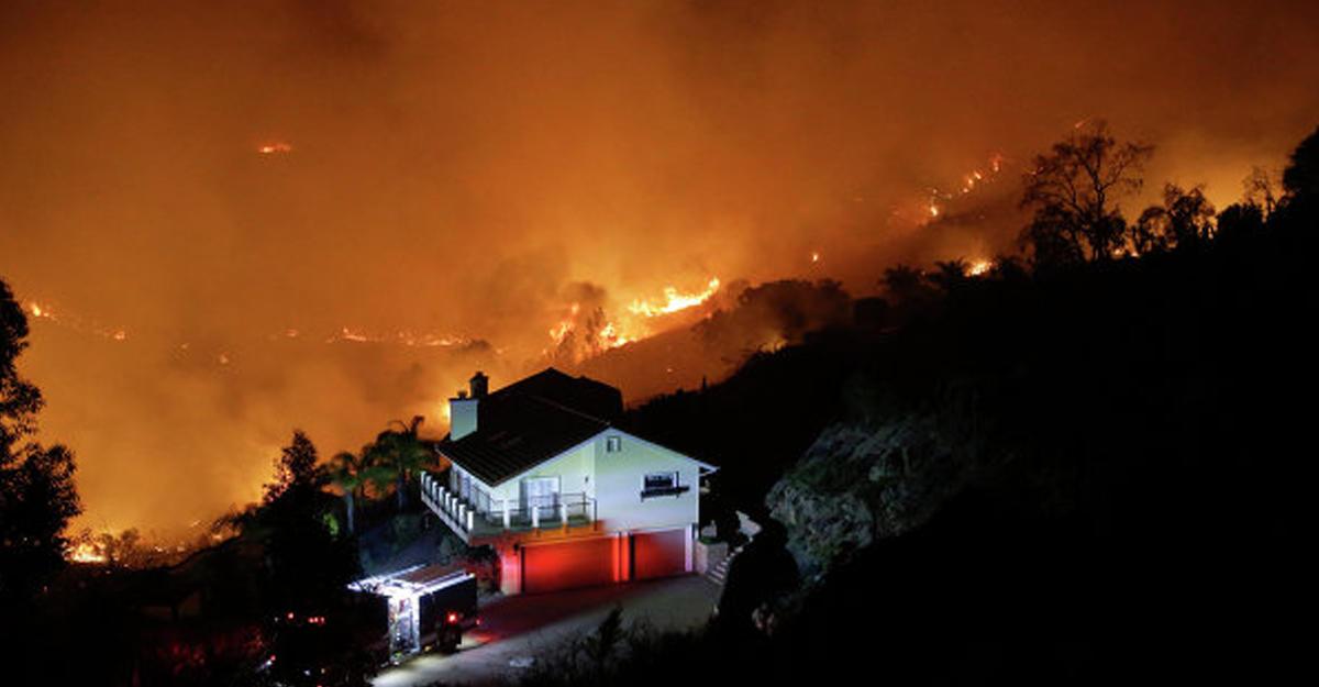 Граждане порядка 300 домов эвакуированы из-за пожара вСША