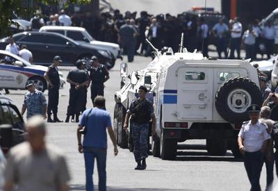 """Захватившие участок полиции в Ереване сбили беспилотник <span class=""""color_red"""">- ПОДРОБНОСТИ</span>"""