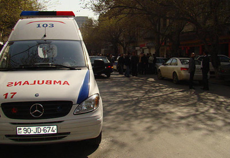 В Азербайджане автобус попал в аварию, есть погибший и раненые
