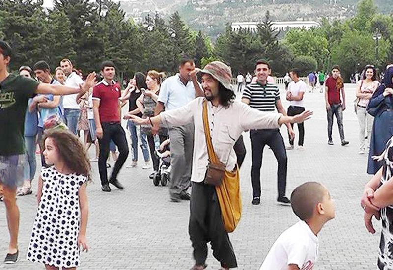 """Летние танцы на Бакинском бульваре – бесплатные уроки и масса позитива <span class=""""color_red"""">- ФОТО</span>"""