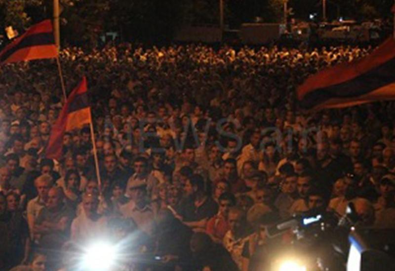 Перестрелка в Ереване - ранены двое мятежников