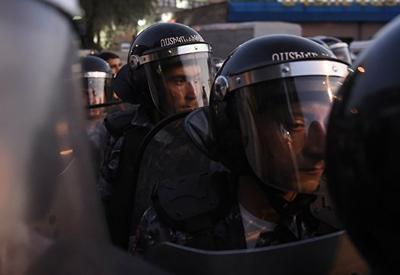 Террористы в погонах задержали двух мятежников в Ереване