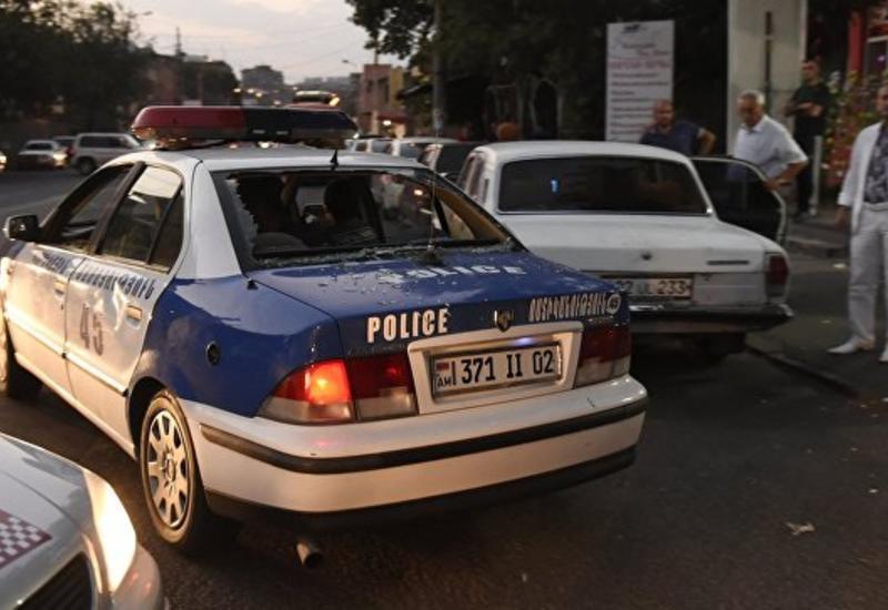 В Ереване три человека задержаны по подозрению в хранении оружия